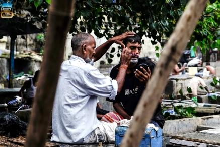 Lavoratori delle lavanderie di Mumbai in pausa